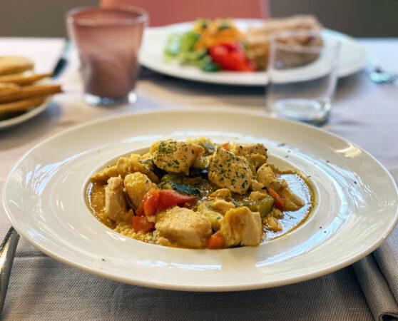 Bocconcini di Pollo in umido con Verdure servito con Cous Cous